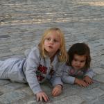 Gabriela y Paula por los suelos