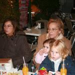 La tía Marta, la abuela Bea, Paula y Gabriela