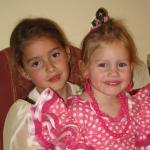 Bea y Gabriela disfrazadas
