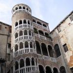 Famosa escalera de caracol del Palacio Contarini de Venecia