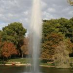 Fuente frente al Palacio de Cristal en El Retiro